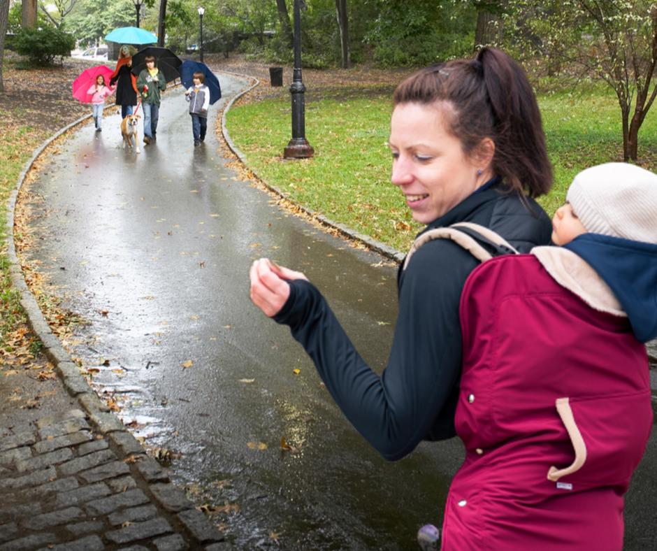 babahordozás esőben és hidegben